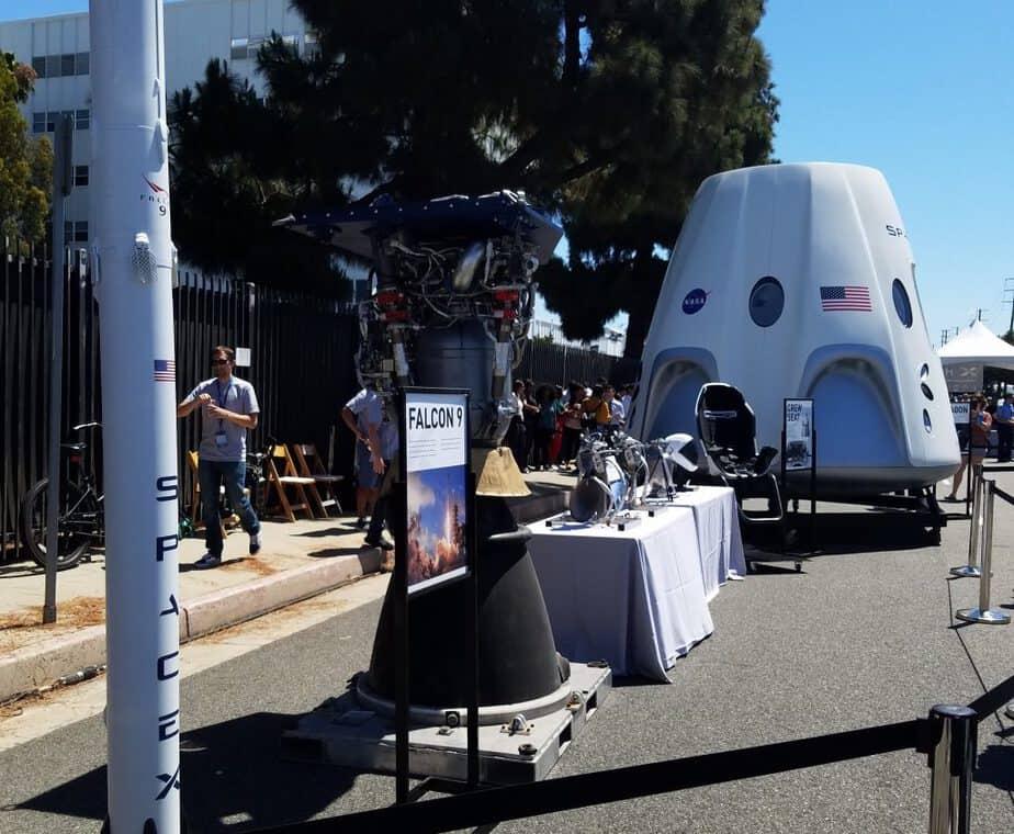 Hyperloop SpaceX Dragon