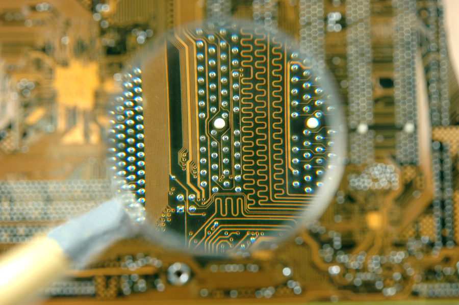 How to Choose PCB Materials and Laminates for Fabrication