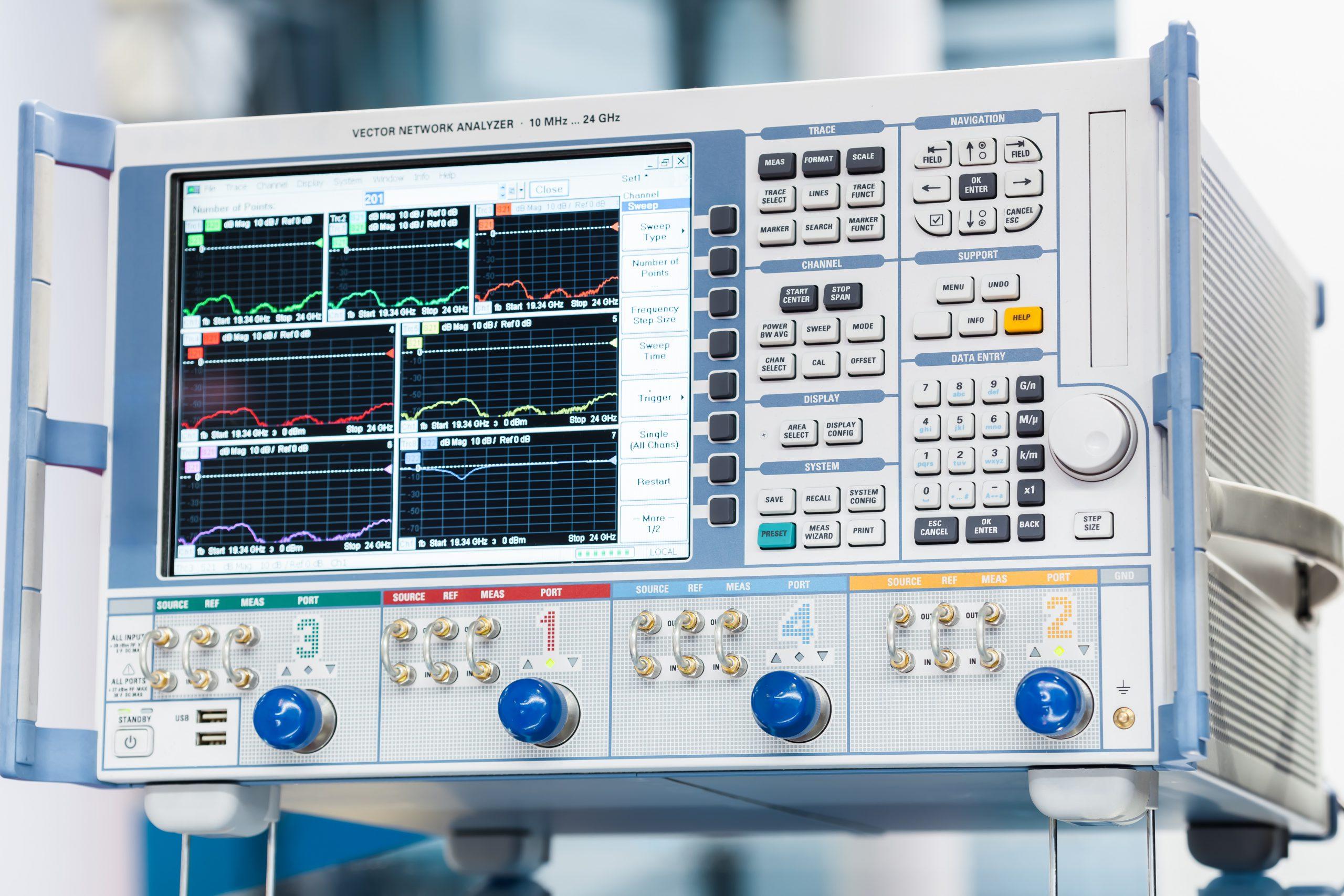 Vector network analyzer for S-parameter measurement